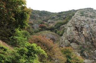 北巖棧道與倒腕崖之間的山谷